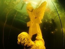 Socha Setkání Sv. Jana s andělem byla na dno slapské přehrady usazena 19.