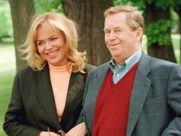 Dagmar Havlov� a V�clav Havel, kter� se zotavoval po operaci (1998).