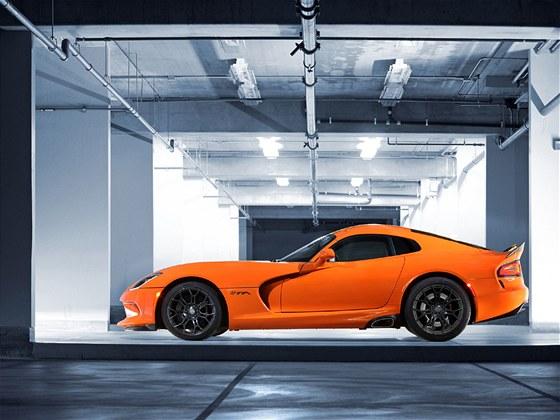 Nepřehlédnutelně oranžový Dodge Viper je speciálem verze SRT Viper TA. Vyrobeno...