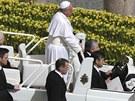 Papež František po velikonoční bohoslužbě ve Vatikánu. (31. března 2013)