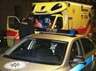 Útočníka zadržela policie. Poté ho předala záchranářům k ošetření, protože se v