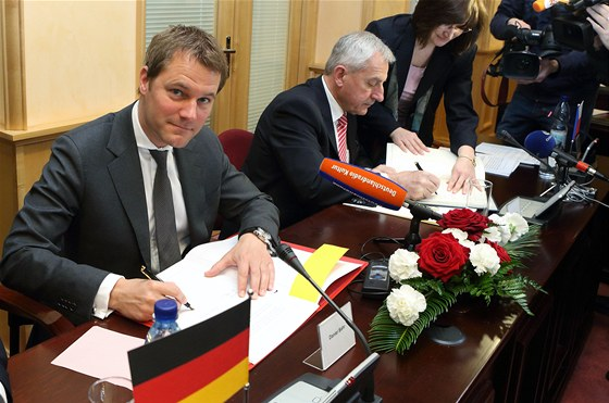 �esk� ministr zdravotnictv� Leo� Heger a jeho n�meck� kolega Daniel Bahr