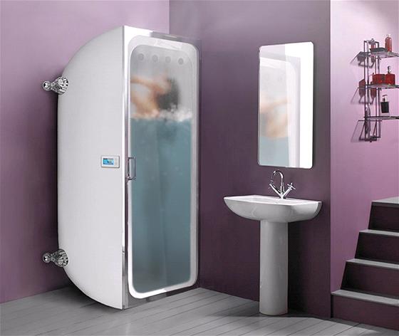 Vertikální vana/sprchový kout pro malé koupelny.