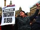 Smrt Thatcherové oslavily i stovky lidí v skotském Glasgow (9. dubna 2013)