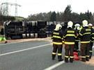 Střet kamionu vezoucího brambory a tří osobních aut na silnici I/3 u Čtyřkol.