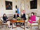 Prezidenta Miloše Zemana doprovázela při cestě na Slovensko manželka Ivana. (4.
