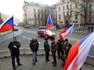 Členové hnutí Holešovská výzva se sešli před Úřadem vlády v Praze. (8. dubna