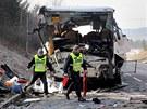 U Rokycan havaroval francouzský autobus plný dětí. (8. dubna 2013)