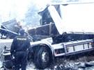 Z kabiny kamionu havarovaného v Ropici na Frýdecko-Místecku toho mnoho