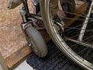 Pro vozíčkáře jsou nepohodlné i obyčejné prahy. Ty mají na berounském úřadu