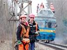 Oprava poškozeného vedení na trati mezi Stéblovou a Čeperkou