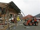 Bourání větší části asijské tržnice v Hraničné u Kraslic nedaleko hranic se SRN