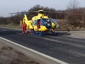 Vážně zraněného spolujezdce odvezl do nemocnice vrtulník.