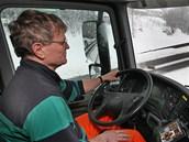 Řidič sypače Jan Vlček najezdil po zasněžených ulicích Ostravy stovky kilometrů.