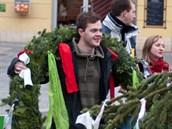 Studenti brněnských vysokých škol vztyčili na náměstí Svobody májku.