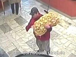 Muž se pod záminkou prodeje brambor vetřel do domu s pečovatelskou službou v