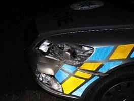 Zdrogovaný řidič  naboural dvě policejní auta.