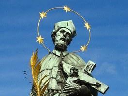 Nejslavnější socha sv. Jana Nepomuckého, v Praze na Karlově mostě