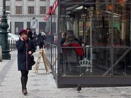 """V Praze fungují některé """"letní zahrádky"""" i v zimě. Mnohé z nich hyzdí"""