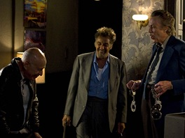 Parťáci Alan Arkin, Al Pacino a Christopher Walken ve filmu Jako za starejch