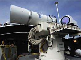 Laserové dělo systému LaWS na lodi USS Ponce