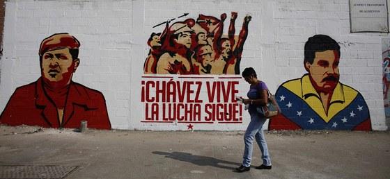 Ch�vez a jeho n�stupce Maduro na propagandistick�m graffiti v Caracasu (12.