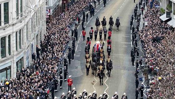 Pohřební průvod Margaret Thatcherové v Londýně (17. dubna 2013)