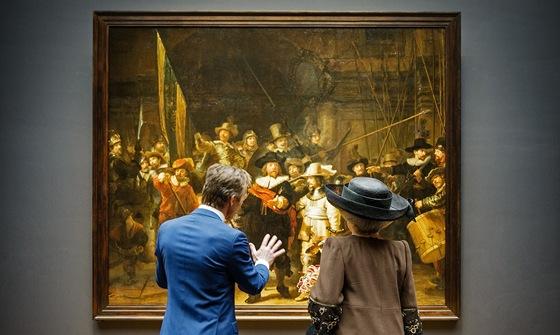 Královna Beatrix před Rembrandtovým obrazem při otevírání amsterodamského