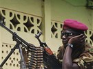 Voják z hnutí Séléka v středoafrické metropoli Bangui (30. března 2013)