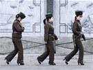 Severokorejské vojačky na hranicích s Čínou (11. března 2013)
