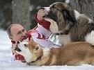 Ruský prezident Vladimir Putin dovádí se svými psy ve sněhu (24. března 2013)