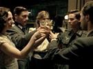 Záběr z německého válečného filmu Naše matky, naši otcové