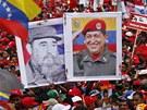 Portréty Cháveze a Castra na předvolební demonstraci v Caracasu (12. dubna 2013)