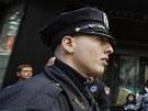 Policisté hlídkující na Times Square po explozích na maratonu v Bostonu (15.