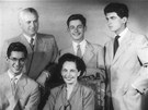 Rodinn� fotografie u p��le�itosti pades�tin Karla Str�nsk�ho z ��jna 1948. Na