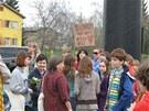 Demonstrace proti světelnému billboardu nad přechodem v Radlické ulici v Praze