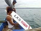 Letadlo indonéských aerolinek nezvládlo přistávací manévr, nedoletělo k hraně