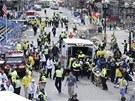 V cíli maratonu v americkém Bostonu v pondělí došlo ke dvěma silným explozím. Podle televizní stanice CNN je hlášeno nejméně šest zraněných.
