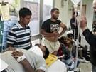 Několik přistěhovalců odvezli zdravotníci do nemocnice, žádný není v kritickém