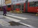 Nejnebezpečnější jsou přechody, kde musí chodci překonávat širokou silnici. Ve...