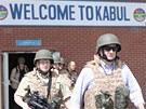 Petr Nečas na letišti v Kábulu (13. dubna 2013)