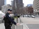 Policisté střeží prázdné ulice Bostonu (19. dubna 2012)