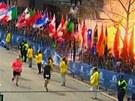 Prvn� exploze vybuchla jen kousek od c�le bostonsk�ho maratonu. (15. dubna 2013)