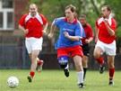Bývalý premiér Stanislav Gross je nadšený amatérský fotbalista. (1. května 2005)