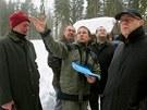 Poslanci ze zemědělského výboru vyrazili na Tříjezerní slať. Provázel je Petr