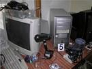 """Padělatel """"vyráběl"""" dvoustovky na zcela běžném zařízení. (17. dubna 2013)"""