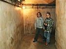 Chodby krytu připomínají katakomby, školákům se exkurze moc líbila. (17. dubna