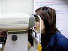 Přístroj, kterým budou odborníci řidičům měřit zrak, vyjde přibližně na půl