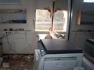 Zloději se do objektů probourali skrz zeď, kdy k tomu použili bourací sekery.