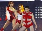 Jihokorejský zpěvák Psy skládá na koncertě v Soulu, během něhož představil